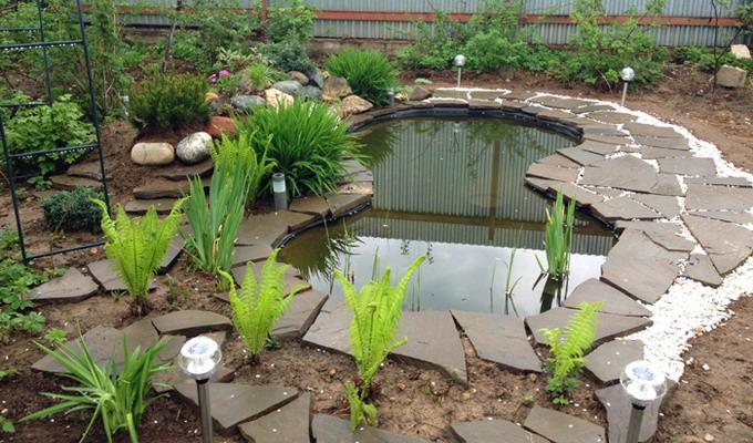 Выбираем светильники на солнечных батареях для дачи сада